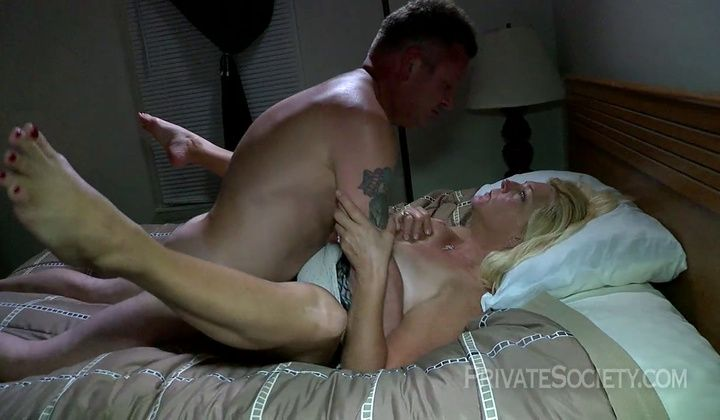 Squirting - Blonde Mature Gets Fucked